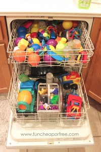 15 life hacks and ideas that every mom should know- De-germ toys in the dishwasher