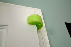 15 life hacks and ideas that every mom should know -door stop noodle