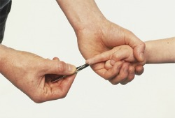 15 life hacks and ideas that every mom should know - Elmer's splinter removal